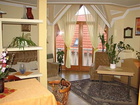 Szállás Hajdúszoboszló Derényi Apartmanház (Közös helyiség)
